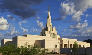 Construction de temples – les portes ouvertes touchent des cœurs